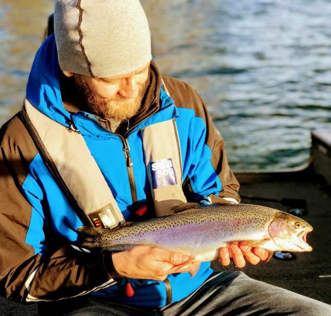 Att tänka som en fisk :) Att komma in i tänket och metoderna som ger framgång i fisket och njuta av en dag på sjön under tiden det ger du bort när du ger bort ett presentkort på fiskeguidning!